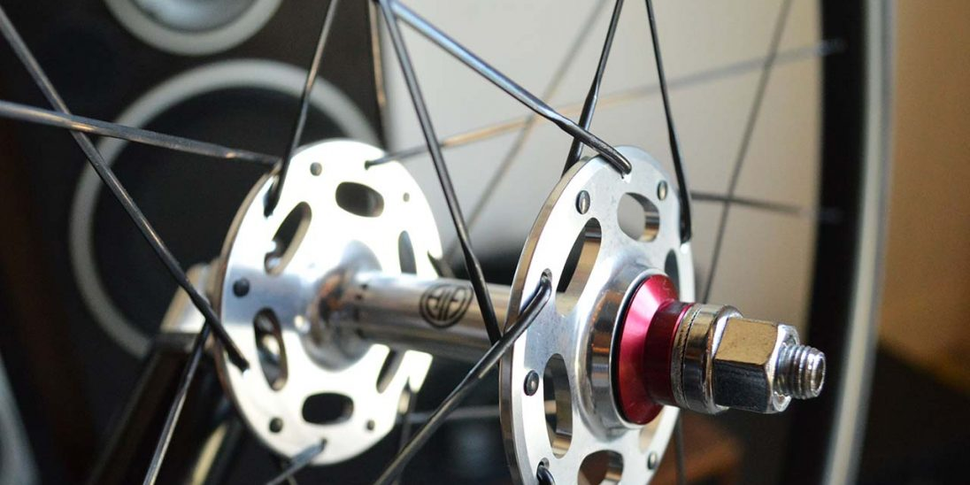 Amp Pista hub close-up