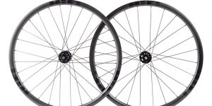 EP30 Disc carbon tubeless-ready clinchers